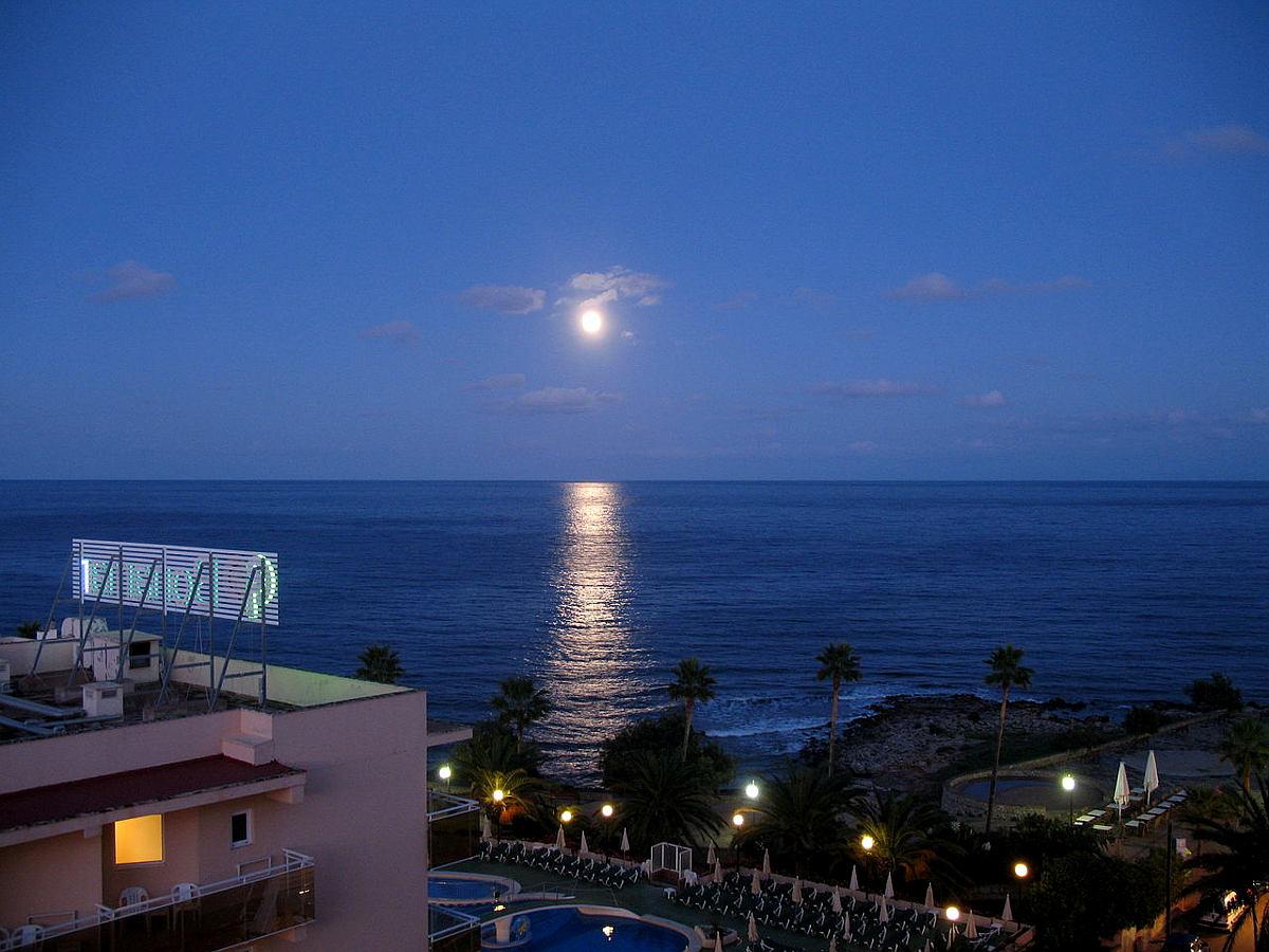 Mond über Cala Millor