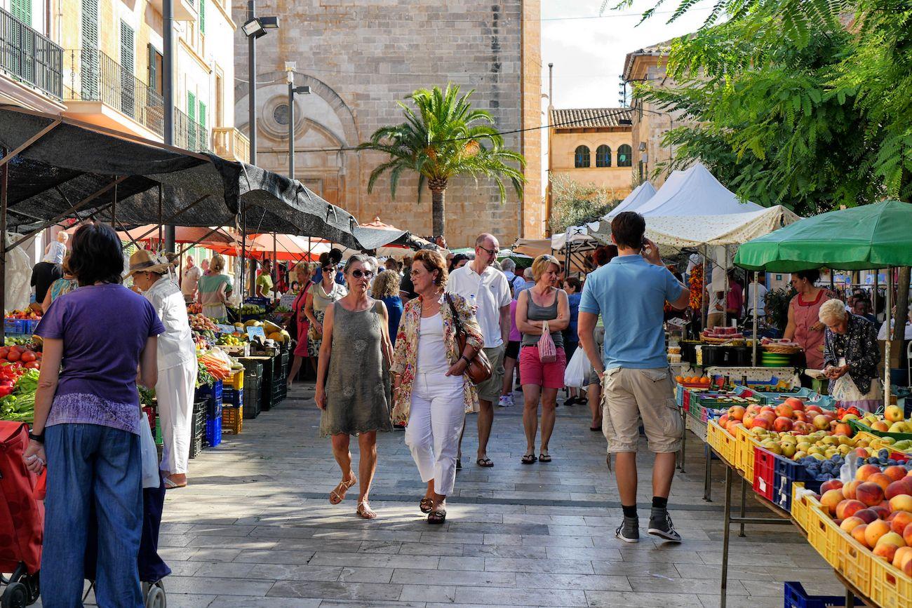Auf dem Markt in Santanyí