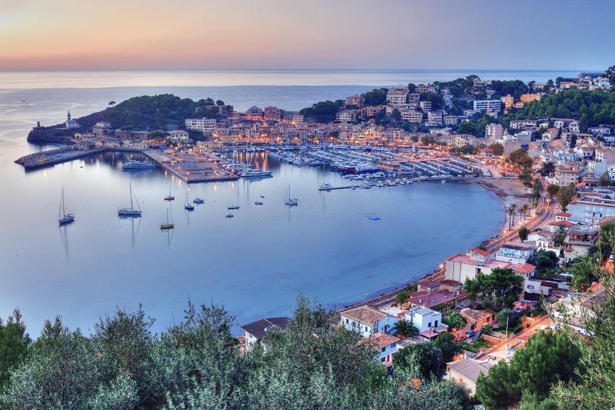 Abendlicher Blick auf Port de Sóller